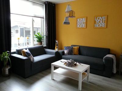 Черные тона современного дивана