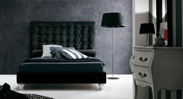 Декор спальни с черной кроватью