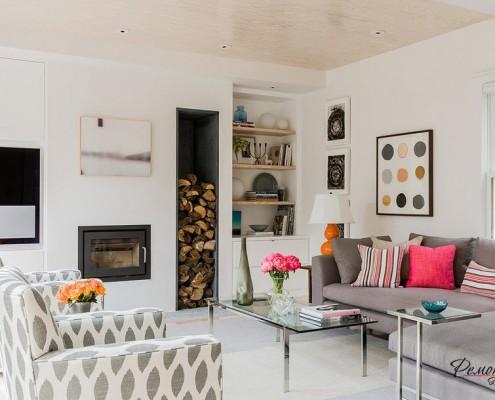 Деревянный серый диван