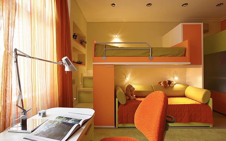 Детская оранжевая кровать
