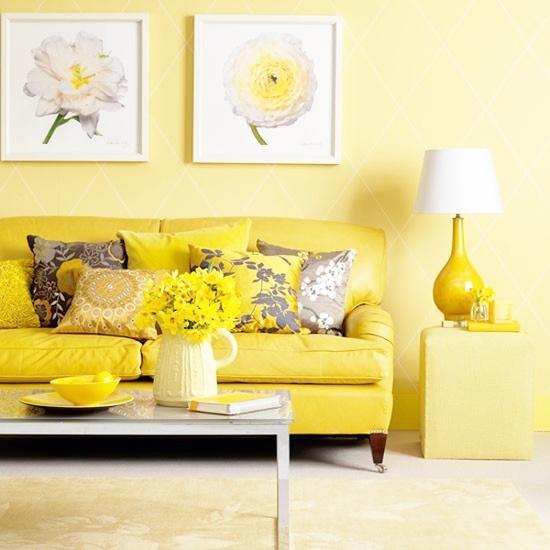 Диван в желтом цвете