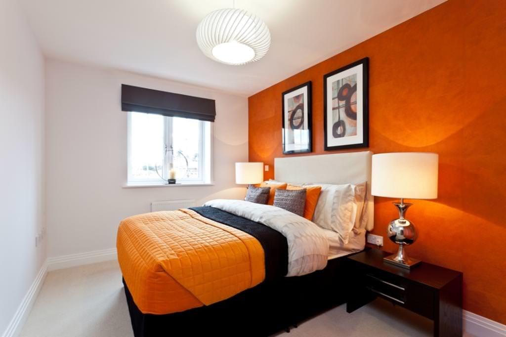Дизайн спальни с кроватью оранжевого цвета