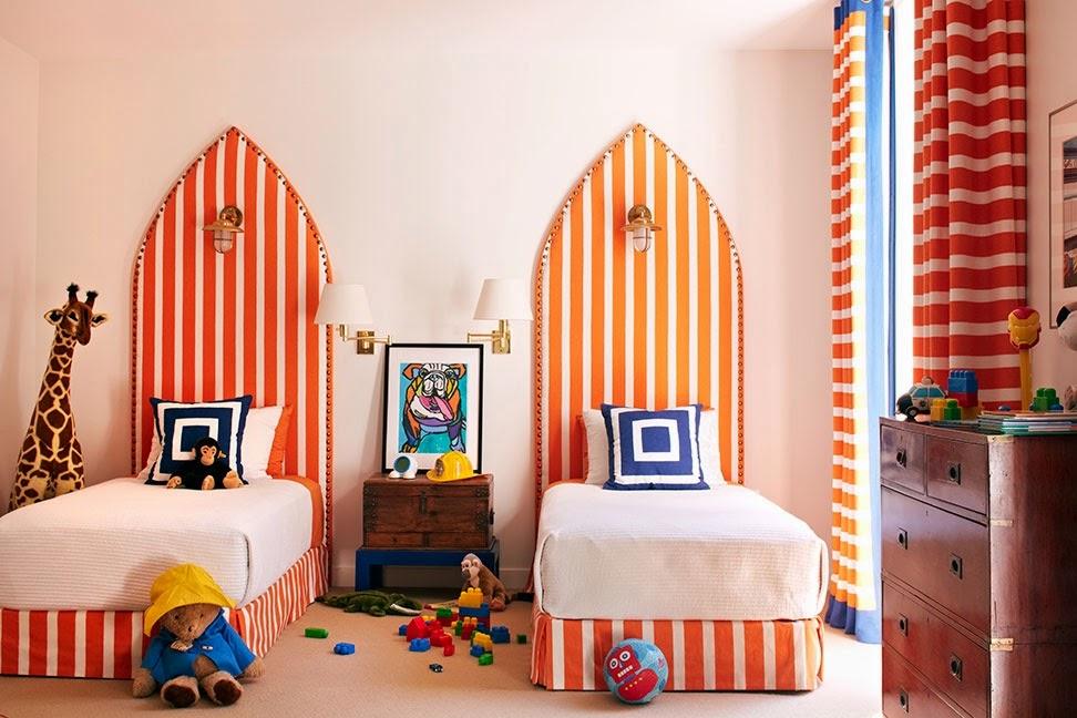 Дизайнерская необычная кровать оранжевого цвета