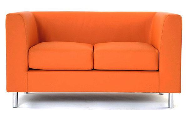 Двухместный диван для обустройства дома