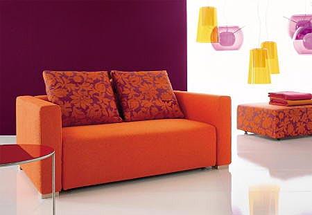 Двуместный оранжевый диван