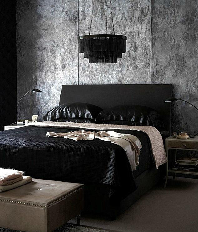 Готическая модель черной кровати