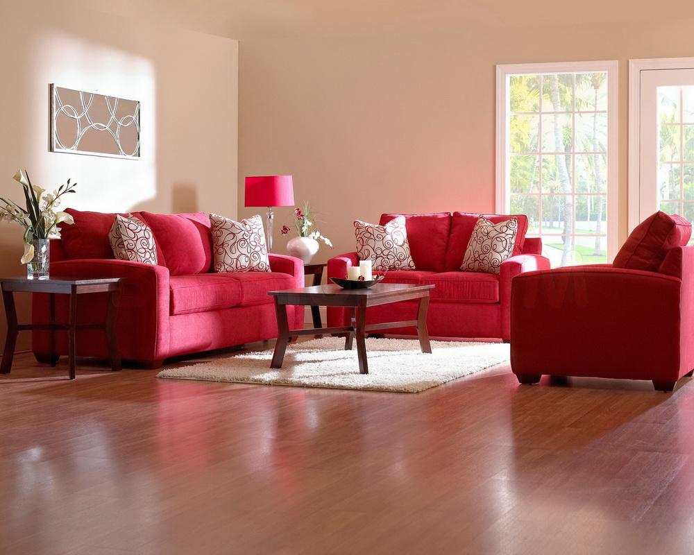 Интерьер гостиной с бордовым диваном