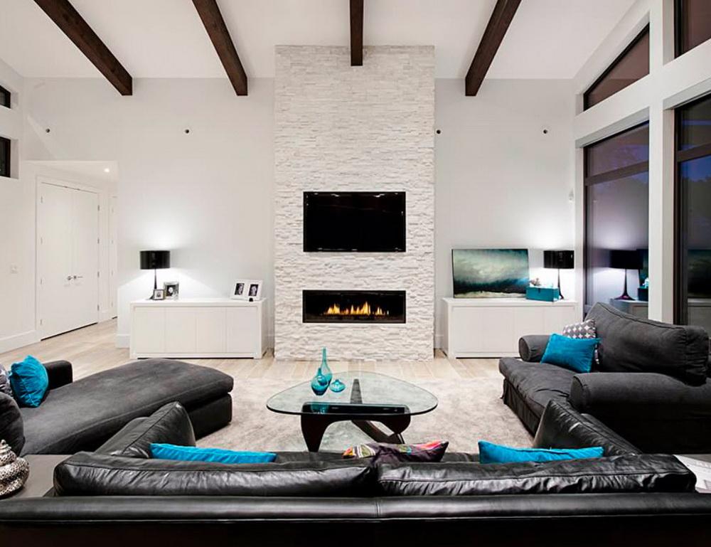 Интерьер комнаты с черным диваном