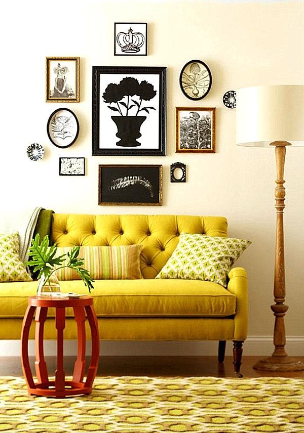 Интерьер комнаты с желтым диваном