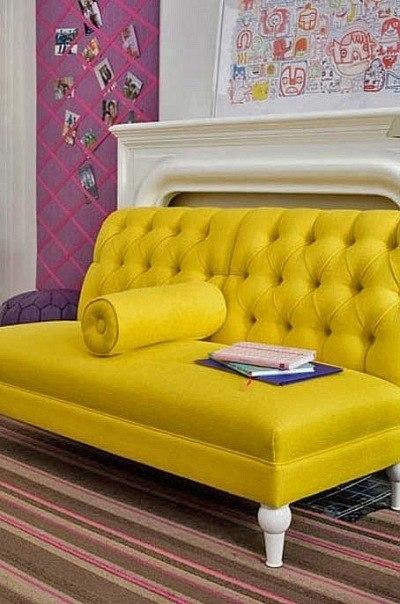 Интерьер с использованием желтого современного дивана