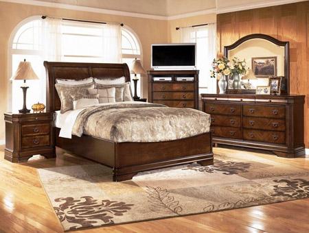 Использование кровати в коричневом цвете