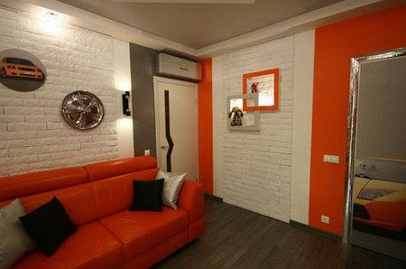 Как правильно использовать оранжевый диван в интерьере дома