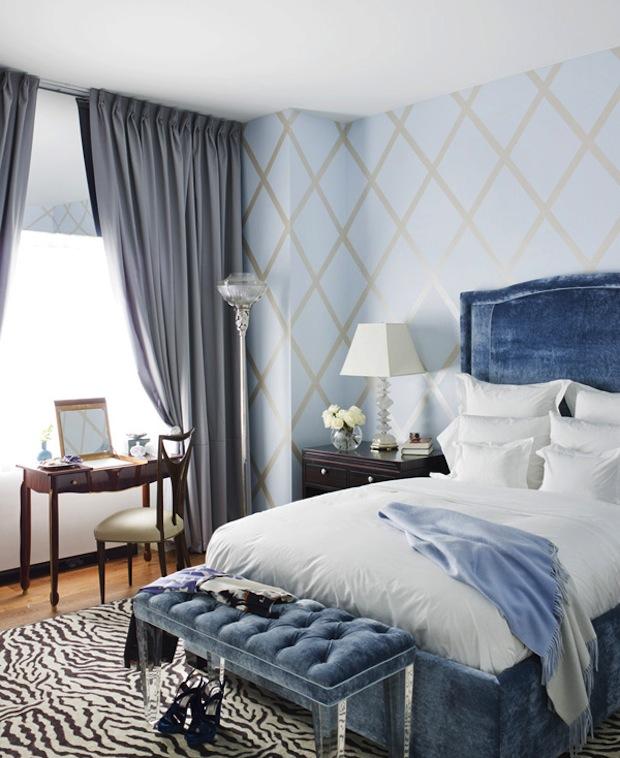 Как вписать в современный интерьер красивую синюю кровать