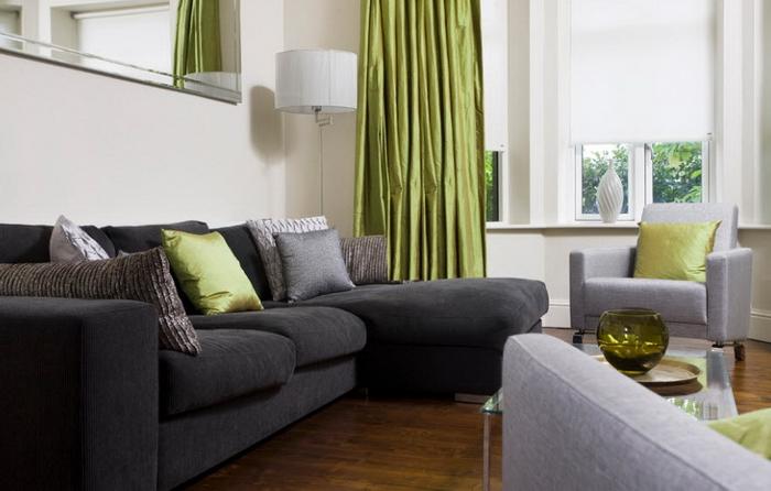 Как вписывается черный диван в интерьер гостиной