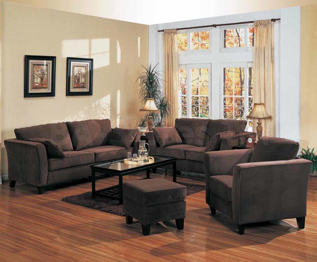 Как вписывать коричневый диван в современный интерьер