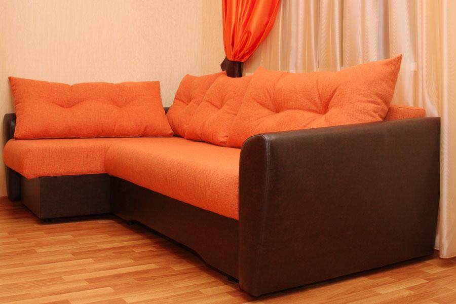 Как выбрать диван оранжевого цвета