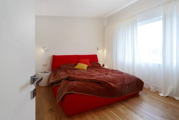 Как выбрать красную кровать