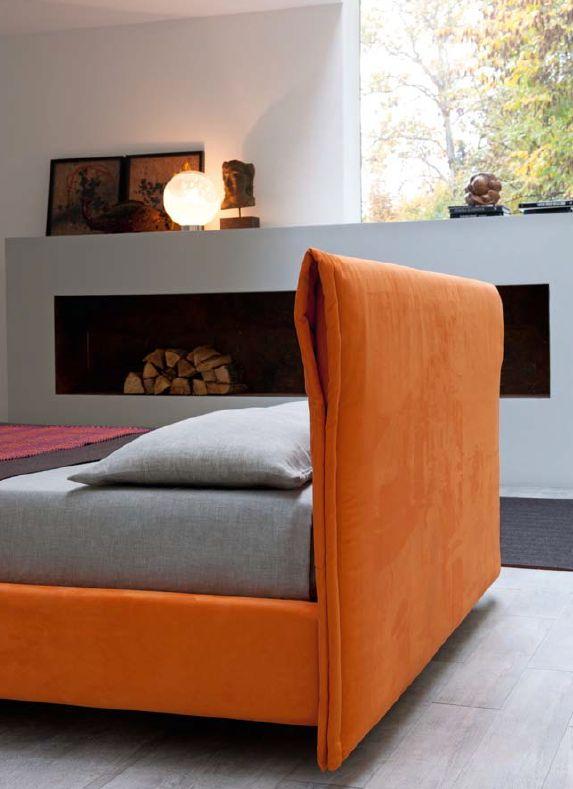 Каркас кровати оранжевого цвета