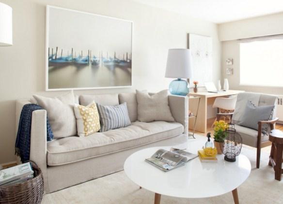 Компактный диван, исполненный в сером цвете