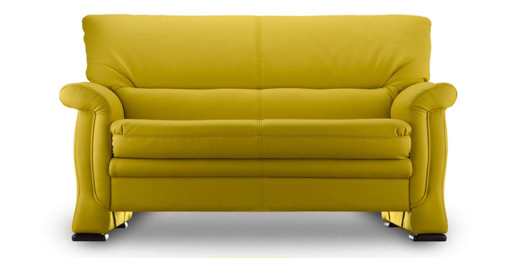 Кожаный диван желтого цвета с приятным оттенком