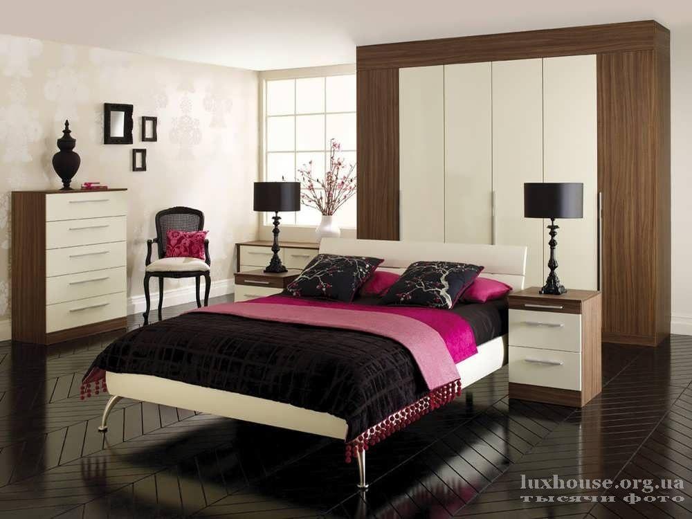 Красивый бордовый оттенок кровати для дома