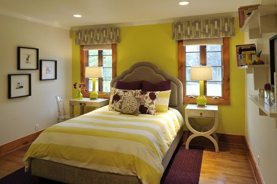 Красивый декор кровати желтого цвета