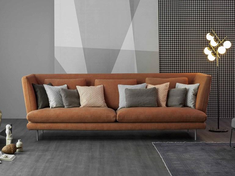 Красивый диван для обустройства дома коричневого цвета