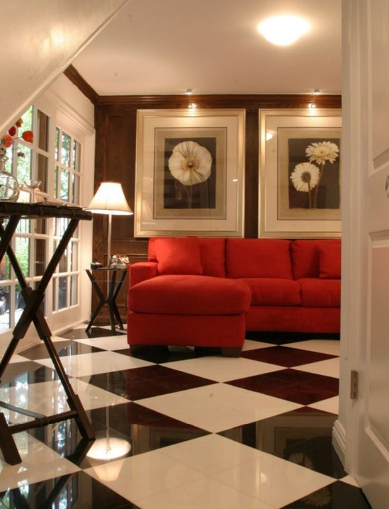 Красный красивый диван для дома