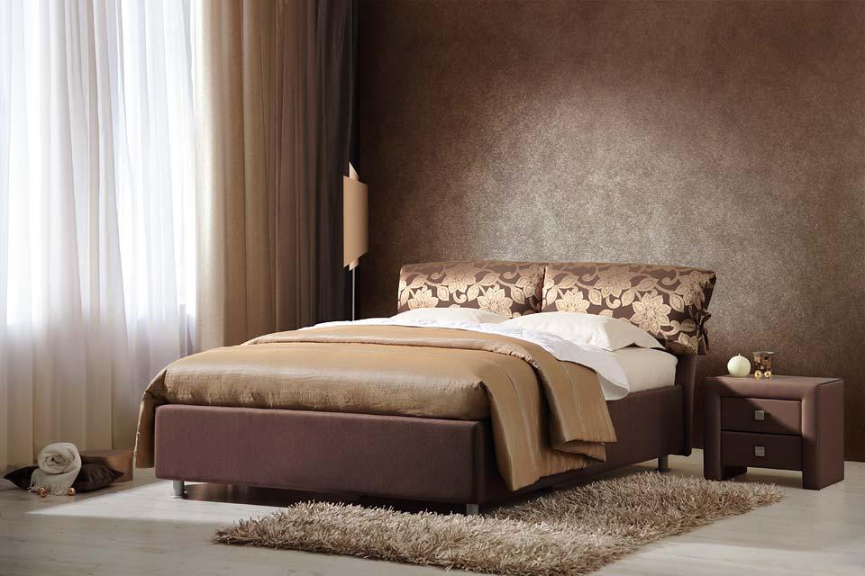 Кровать для дома коричневого цвета