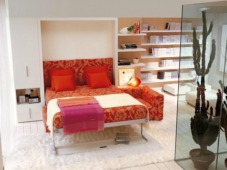 Кровать для спальни красного цвета
