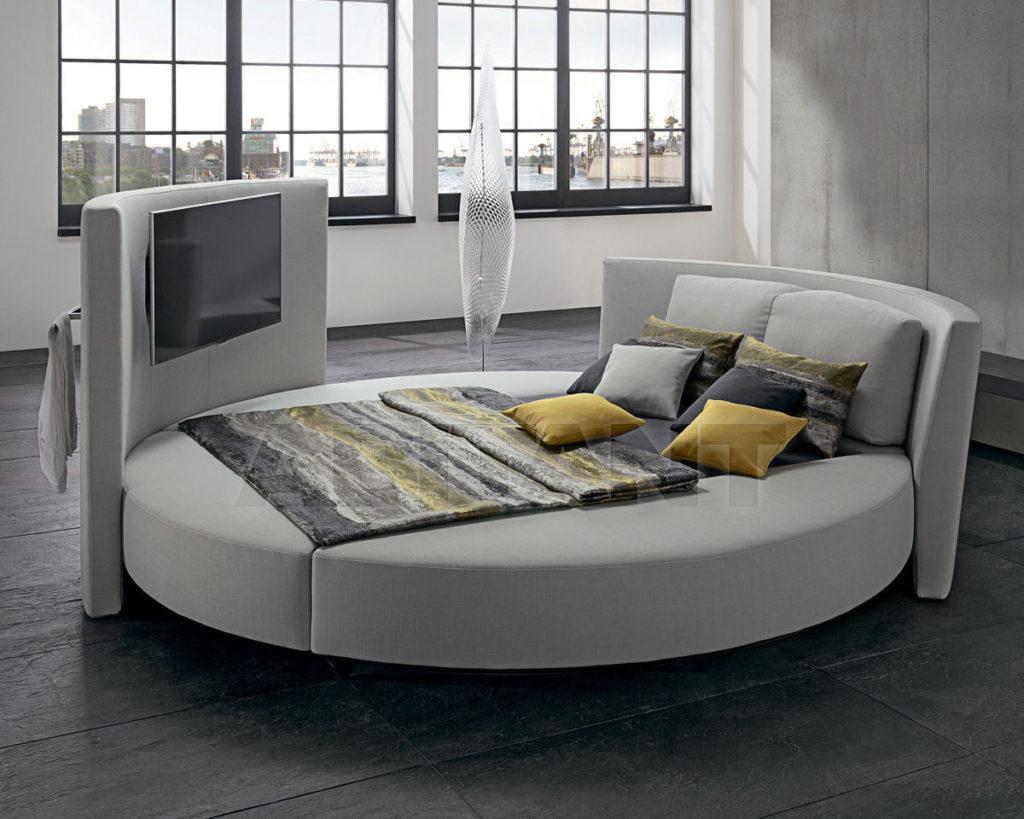 Кровать, оформленная в сером цвете