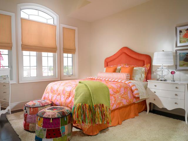 Кровать с оранжевым изголовьем