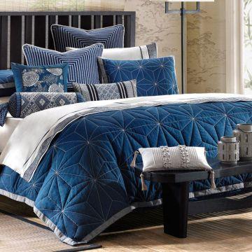 Кровать синего красивого цвета