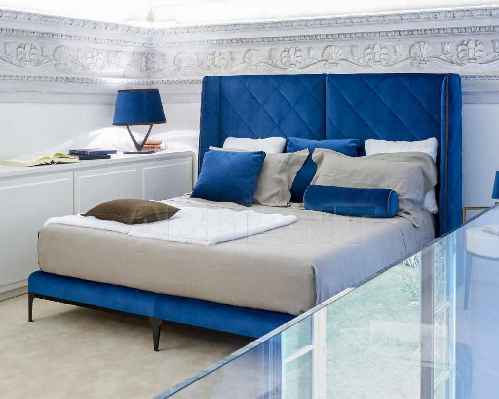 Кровать синего цвета