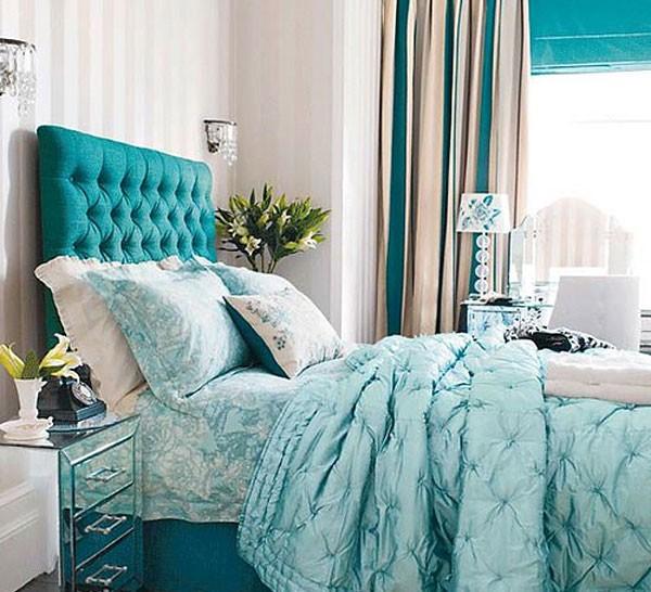 Кровать светлого синего цвета