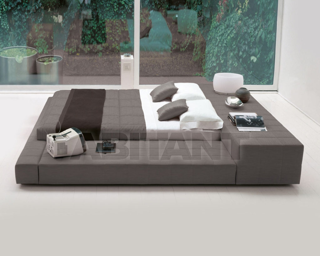 Кровать темно-серого цвета