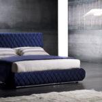 Синие кровати в интерьере квартиры