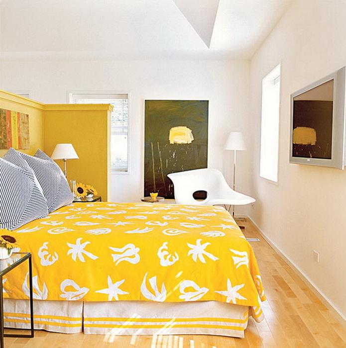Кровать желтого яркого цвета