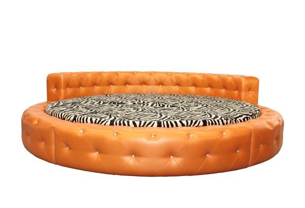 Круглая кровать оранжевого цвета