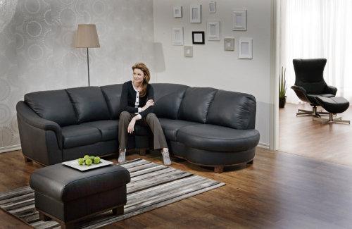 Модель черного практичного дивана