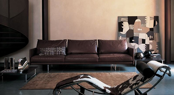 Модель трехметсного коричневого дивана