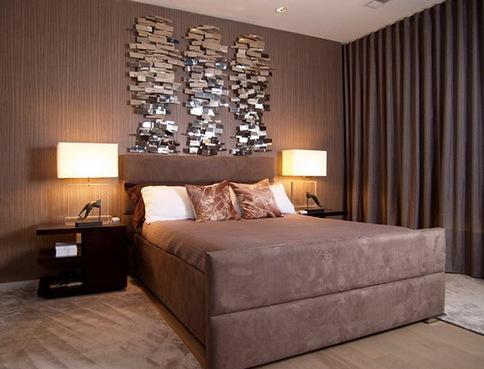 Мягкая кровать коричневого цвета