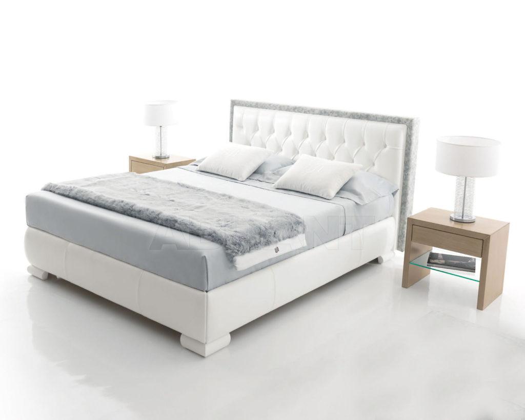 Мягкая кровать в сером цвете
