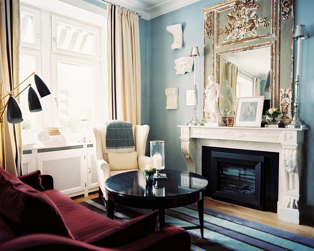 Мягкая мебель бордового цвета