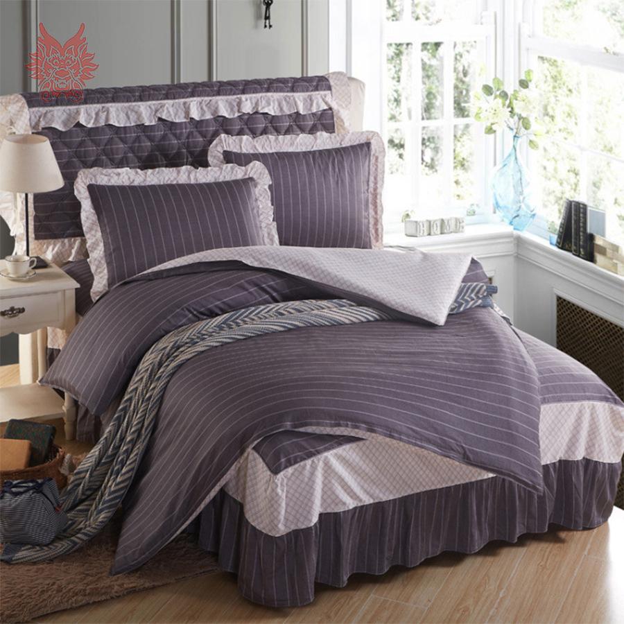 Мягкая серая кровать для дома