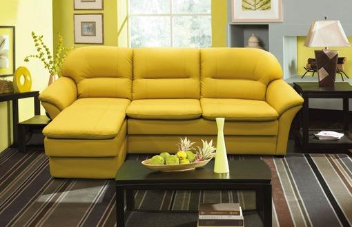 Мягкий диван в современном желтом цвете