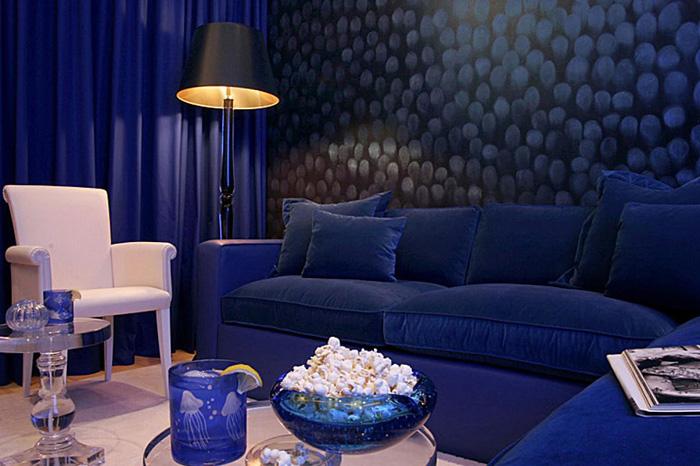 Насыщенный оттенок синего дивана