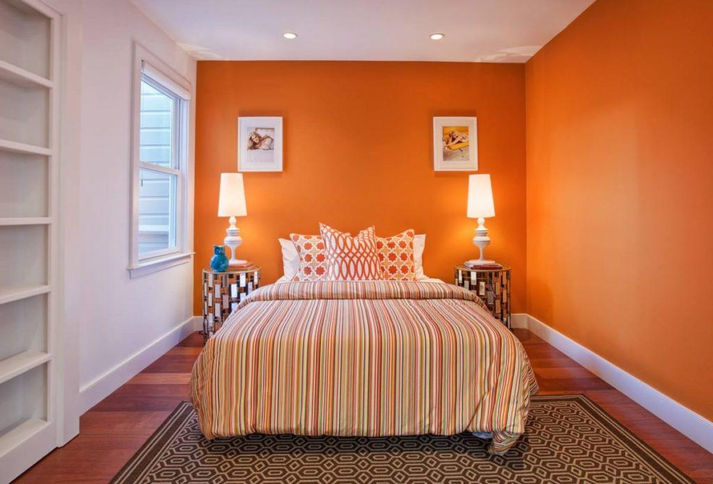Необычный дизайн кровати оранжевого цвета