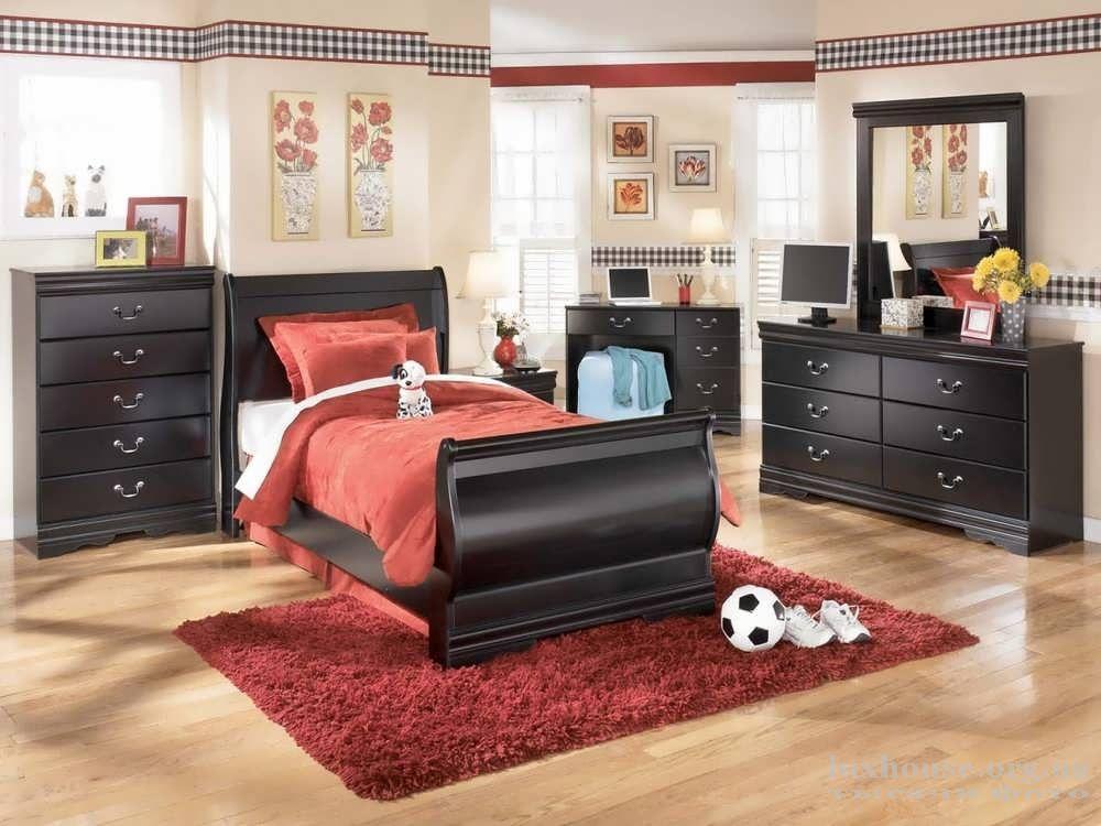 Односпальная красная кровати