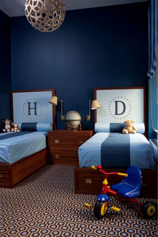 Односпальная кровать синего цвета